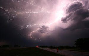 lightning-1056419_640