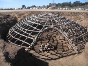 Native_Americans_house_the_traditional_sweatlodge
